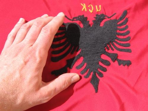 Dando la vuelta al pañuelo kosovar