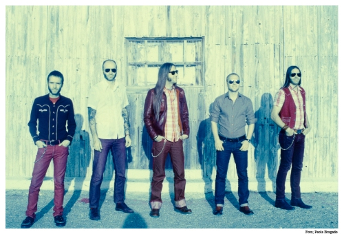 Fotografía promocional del grupo los Coronas, banda indispensable para entender la música surf en el siglo XXI